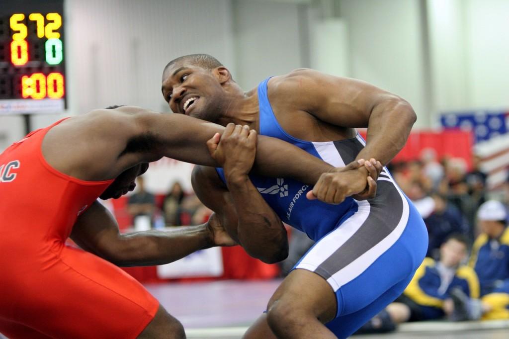 wrestlers-673435_1280